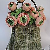 Цветы и флористика ручной работы. Ярмарка Мастеров - ручная работа Цветы ручной работы. Букет невесты в виде сумочки с ранункулюсами. Handmade.