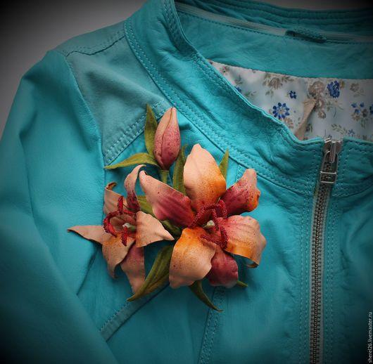 Цветы ручной работы. Ярмарка Мастеров - ручная работа. Купить Веточка лилии из кожи. Handmade. Рыжий, лилия, украшение для девушки