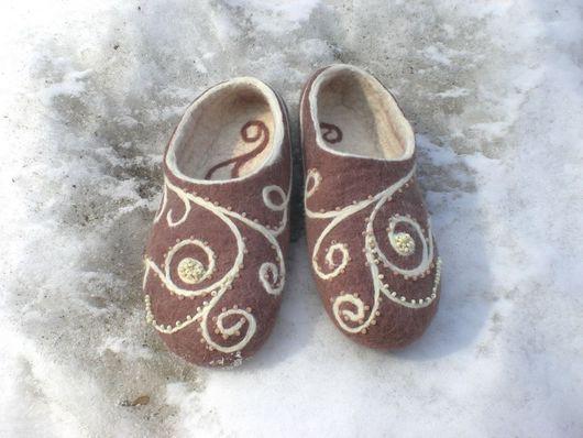 Обувь ручной работы. Ярмарка Мастеров - ручная работа. Купить Тапочки с завитушками. Handmade. Бежевый, Валяние, шерсть
