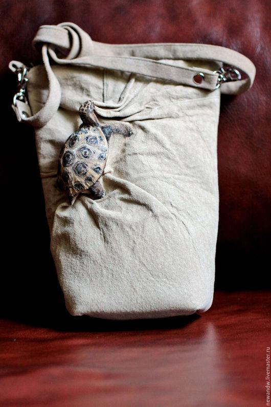 """Женские сумки ручной работы. Ярмарка Мастеров - ручная работа. Купить 3D Сумка """"Черепашонок"""" из натуральной замши бежевого цвета. Handmade."""