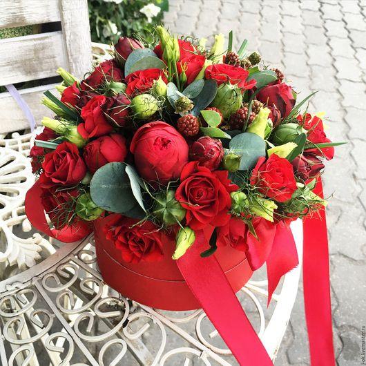 """Букеты ручной работы. Ярмарка Мастеров - ручная работа. Купить Коробка с цветами """"Ежевичная"""". Handmade. Букет цветов, цветы в подарок"""