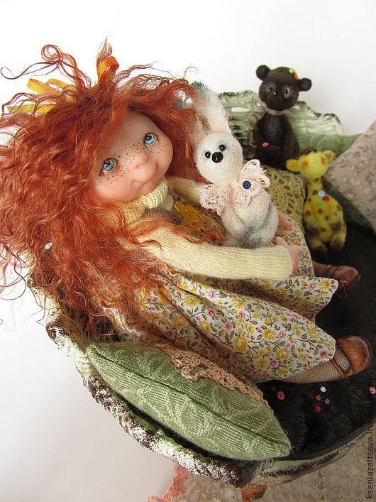 """Коллекционные куклы ручной работы. Ярмарка Мастеров - ручная работа. Купить """"Сьюзи и ОВШ"""". Handmade. Коллекционная кукла, диван"""