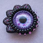 Украшения ручной работы. Ярмарка Мастеров - ручная работа Вышитая бисером фиолетовая брошь с кабошоном глазом. Handmade.