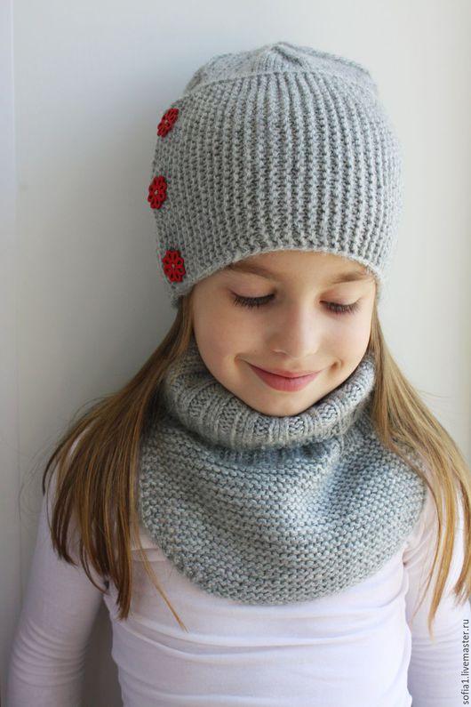 Шапки и шарфы ручной работы. Ярмарка Мастеров - ручная работа. Купить Комплект: шапочка + манишка. Handmade. Серый белый