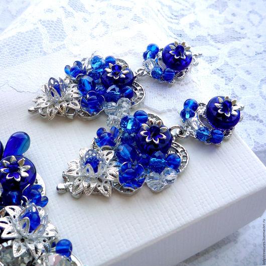 `Lapis Blue` - серьги в стиле Дольче Габбана с хрустальными бусинами, бусинами лэмпворк. Крупные яркие серьги. Серьги ручной работы серебристо-синего цвета.  Lady`s Treasures. Ярмарка Мастеров.