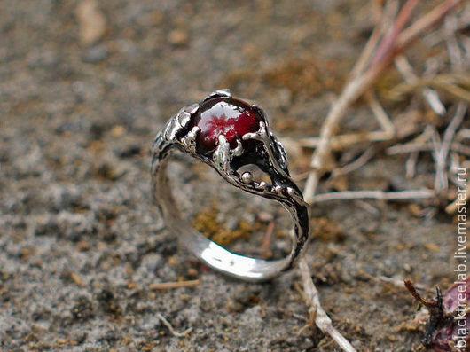 """Кольца ручной работы. Ярмарка Мастеров - ручная работа. Купить Серебряное кольцо с гранатом """"Тея"""". Handmade. Кольцо ручной работы"""