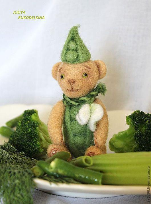 """Миниатюра ручной работы. Ярмарка Мастеров - ручная работа. Купить Мишка """"Горошек"""". Handmade. Зеленый, войлочный мишка, креатив"""