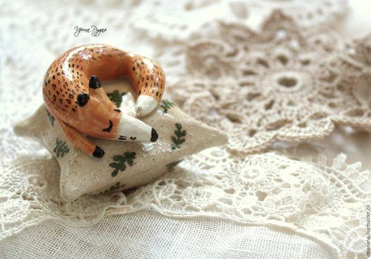 Статуэтки ручной работы. Ярмарка Мастеров - ручная работа. Купить Керамические лисики на подушечках. Handmade. Оранжевый, сувениры и подарки, irinanana