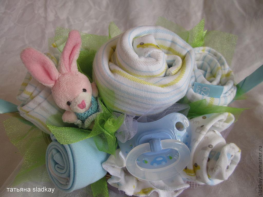 Подарок новорожденному своими руками из одежды