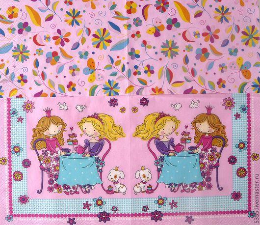 Сказочное чаепитие. 2 салфетки. 1) Фоновая в мелкий цветочно-бабочный рисунок.  2) Сюжетная  с принцессами за чаепитием.