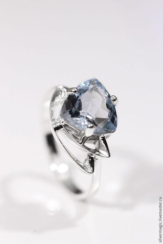 Кольца ручной работы. Ярмарка Мастеров - ручная работа. Купить Серебряное кольцо с голубым топазом.. Handmade. Серебряное кольцо купить