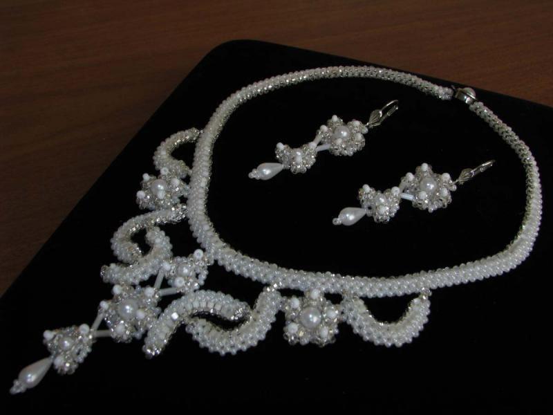 Украшение для невесты из бисера