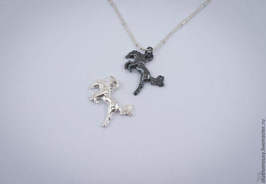 Серебряные подвески, символ Нового года 2014