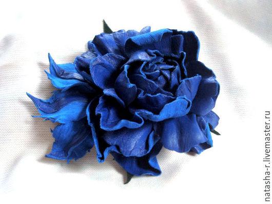 """Броши ручной работы. Ярмарка Мастеров - ручная работа. Купить Цветы из кожи. Брошь Роза """"Королевский синий"""". Handmade."""