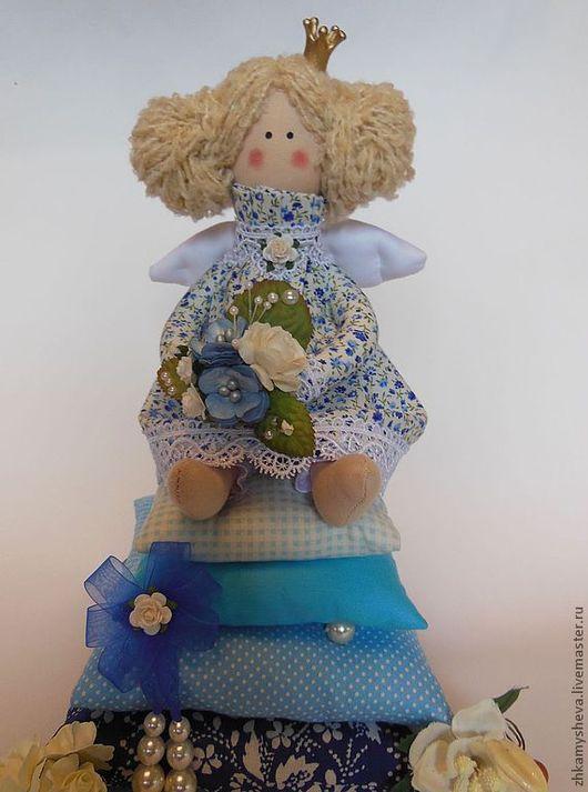 Николь. Принцесса на горошине. Ангел домашнего уюта. Дарит радость, комфорт и уверенность в завтрашнем дне.