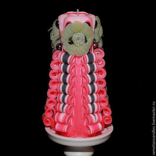 Резная свеча ручной работы, высотой 18 см, выполненная в белом и розовом цветах. Автор: Игорь Горбачёв `Венецианские свечи`