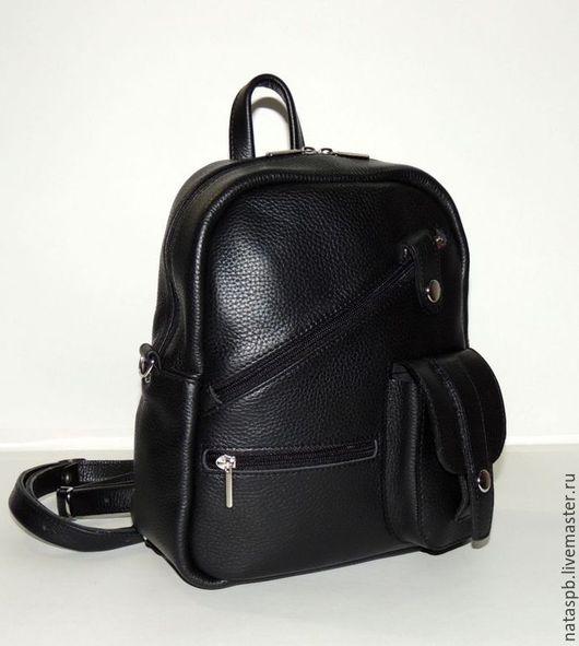 Стильный аксессуар два в одном. Это функциональная сумочка и удобный рюкзачок.