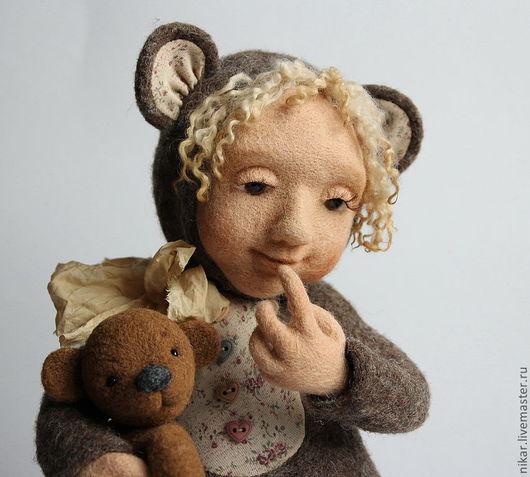 """Коллекционные куклы ручной работы. Ярмарка Мастеров - ручная работа. Купить """"Мишка с куклой"""" кукла валянная. Handmade. интерьерная кукла"""