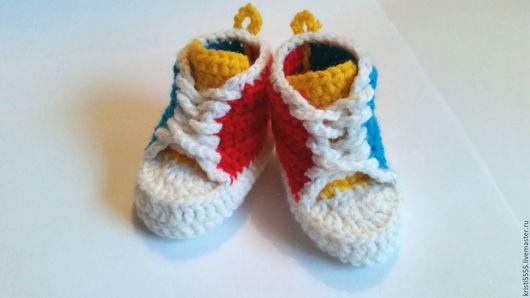 """Для новорожденных, ручной работы. Ярмарка Мастеров - ручная работа. Купить Пинетки-кеды вязаные для новорожденного """"радость"""". Handmade. комбинированный"""