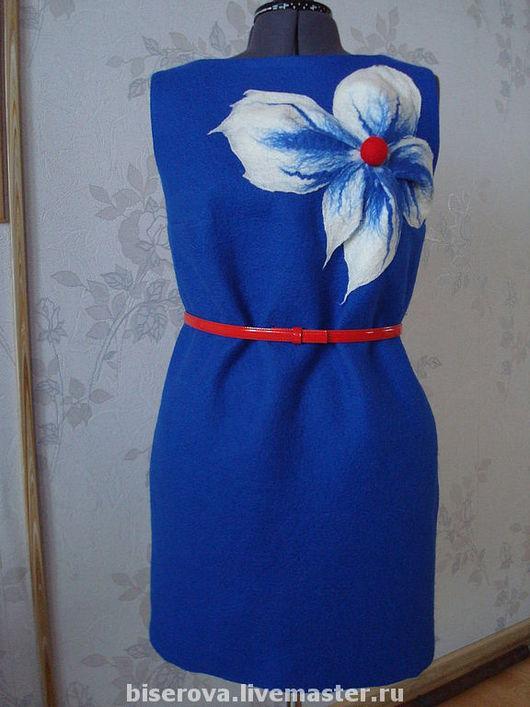 Платья ручной работы. Ярмарка Мастеров - ручная работа. Купить Дизайнерское платье,валеное,  цвет - василек, с большим цветком. Handmade.