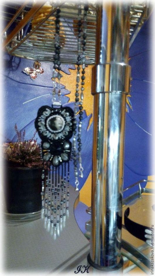 Кулоны, подвески ручной работы. Ярмарка Мастеров - ручная работа. Купить Кулон вышитый бисером из полимерной пластики Полуночный цветок. Handmade.