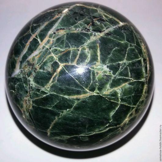 79мм. Шар из лизардита ( морской нефрит).