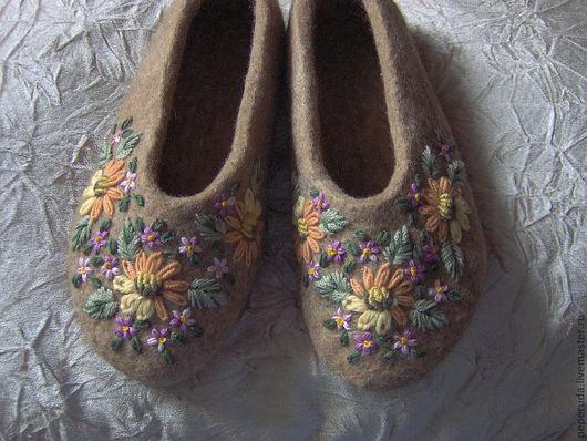 """Обувь ручной работы. Ярмарка Мастеров - ручная работа. Купить Тапочки """"Простота и уют"""". Handmade. Бежевый, домашние тапочки"""