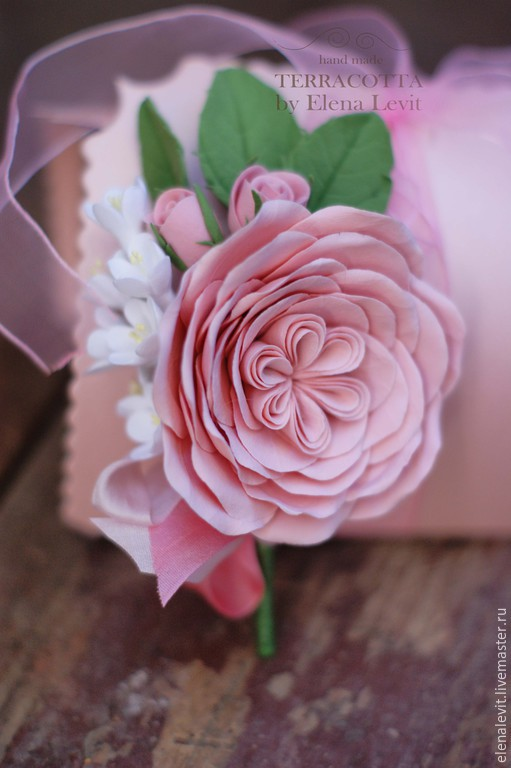 Бутоньерка из полимерной глины с розами. Terracotta by Elena Levit.