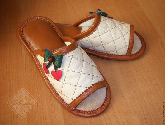 """Обувь ручной работы. Ярмарка Мастеров - ручная работа. Купить Кожаные тапочки """"Вишенки"""". Handmade. Тапки, тапочки, тапочки для дома"""