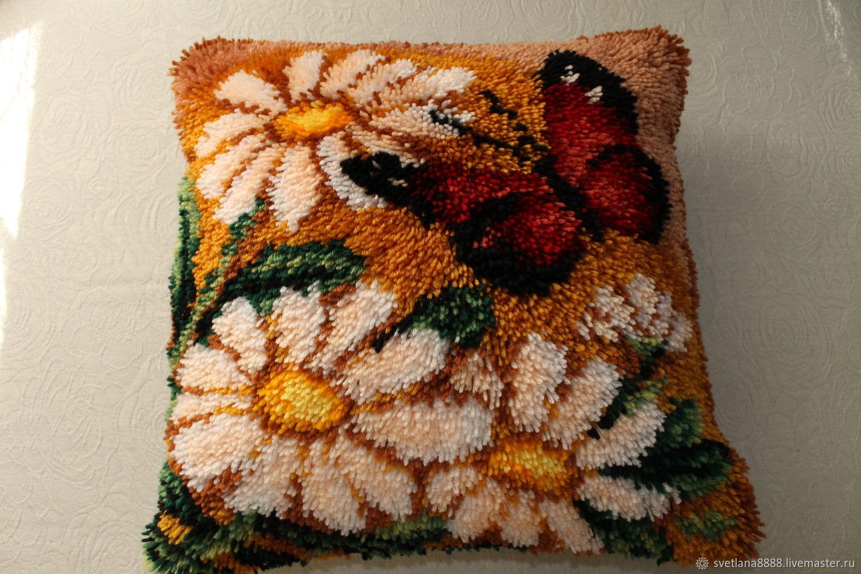 Подушка с вышивкой в ковровой технике Ромашки, Подушки, Анапа, Фото №1