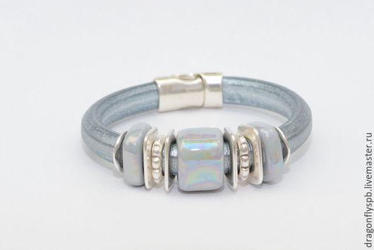 """Браслеты ручной работы. Ярмарка Мастеров - ручная работа. Купить Кожаный браслет в стиле Regaliz """"серебро"""". Handmade. Серый, регализ"""