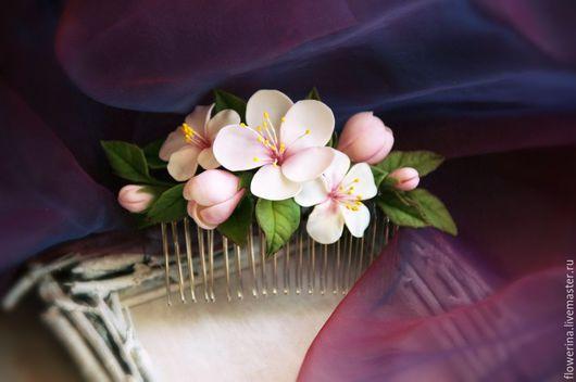 """Заколки ручной работы. Ярмарка Мастеров - ручная работа. Купить Гребень """"Запах весны"""". Handmade. Белый, гребень с цветами"""