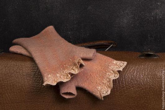 Варежки, митенки, перчатки ручной работы. Ярмарка Мастеров - ручная работа. Купить Розовые митенки с кружевом. Handmade. Бледно-розовый