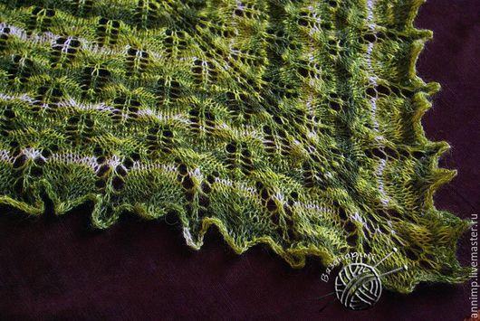 Шали, палантины ручной работы. Ярмарка Мастеров - ручная работа. Купить Шаль вязаная спицами ажурная мягкая пушистая оттенки зеленого. Handmade.