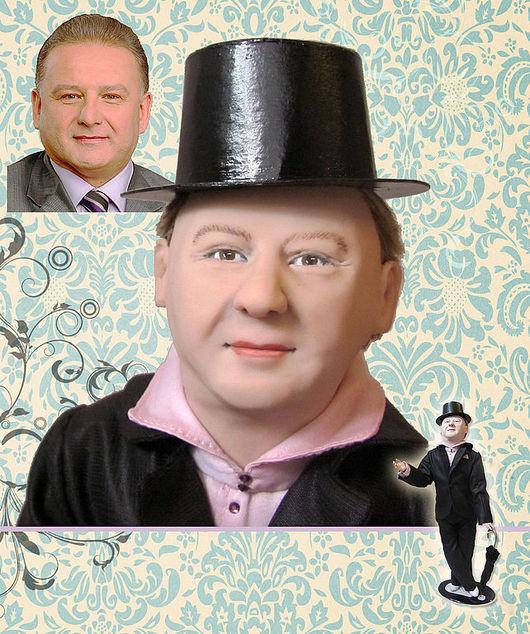 В верхнем углу портрет, в середине портрет куклы, внизу кукла в полный рост