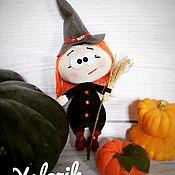 Мягкие игрушки ручной работы. Ярмарка Мастеров - ручная работа Вязаная кукла Бони (Бонни, Бонечка) в костюме ведьмочки на Хэллоуин. Handmade.