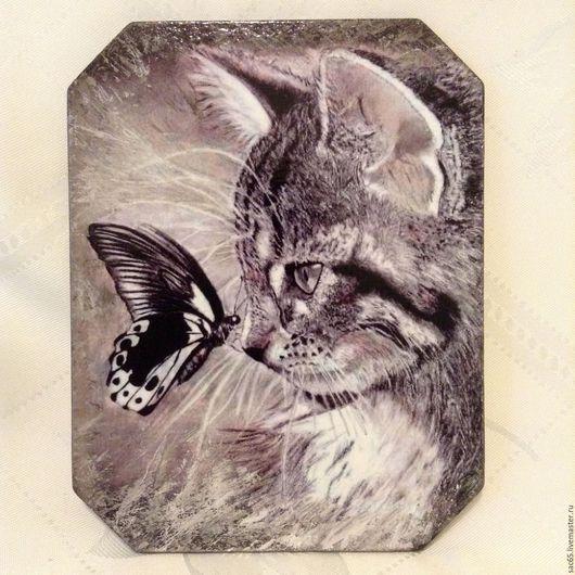 Животные ручной работы. Ярмарка Мастеров - ручная работа. Купить Кот и бабочка Панно Декупаж. Handmade. Панно, изображение кота