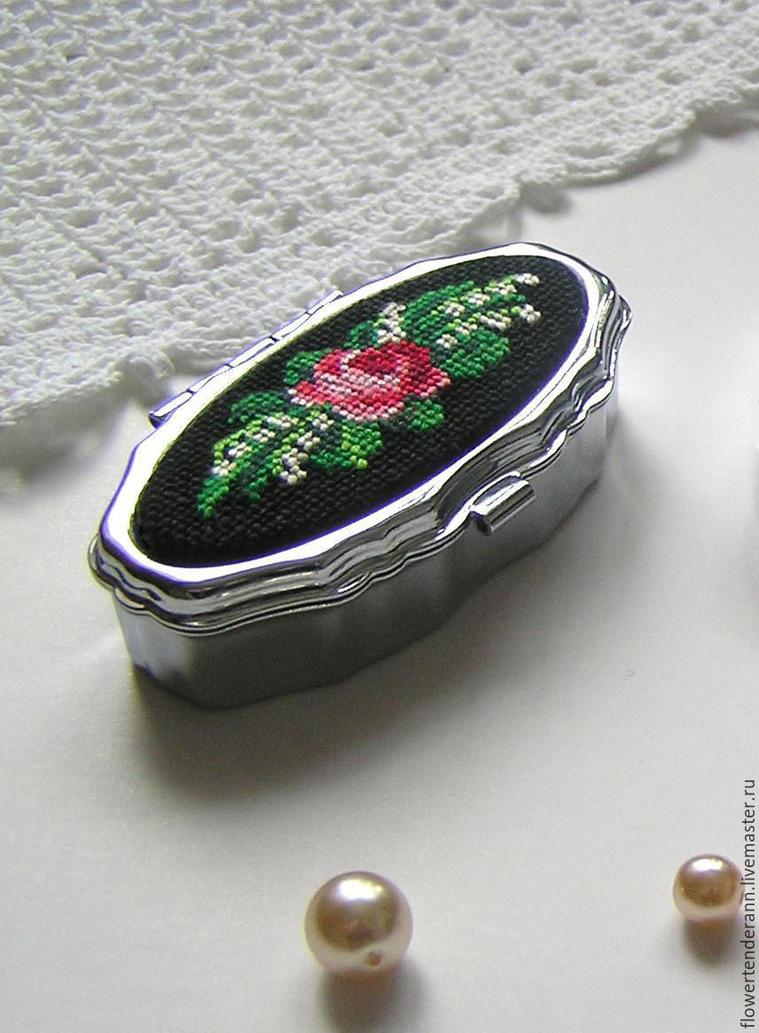 pill box (small box) with embroidery 'rose and lily', Box, Saratov,  Фото №1