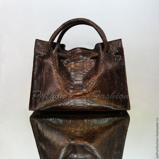 Сумка из кожи питона. Дизайнерская сумка из кожи питона. Модная красивая женская сумка из питона, офисный стиль. Авторская сумка ручной работы на заказ Небольшая стильная питоновая сумка на весну 2017