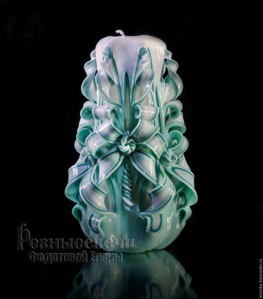 Резная свеча ручной работы.Цветовое сочетание Мятная. Вид резьбы Бант. .Высота 17-18 см