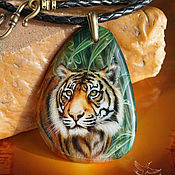 Pendants handmade. Livemaster - original item Pendant with painted stone Tiger lacquer miniature on agate cat. Handmade.