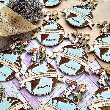 """Свадебный салон ручной работы. Ярмарка Мастеров - ручная работа Свадебные деревянные магнитики """"Пара на земном шаре"""". Handmade."""