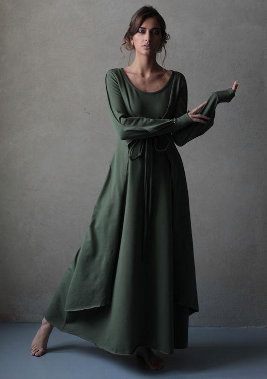 Мягкий трикотаж, оригинальная форма рукава, высокая манжета изящно открывающая запястье, спереди-имитированная жилетка, создающая многослойность и романтичный образ. Возможен заказ с капюшоном или без