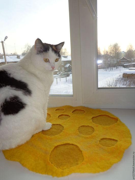 """Аксессуары для кошек, ручной работы. Ярмарка Мастеров - ручная работа. Купить Коврик для кошки """"Луна"""". Handmade. Желтый, шерсть меринос"""