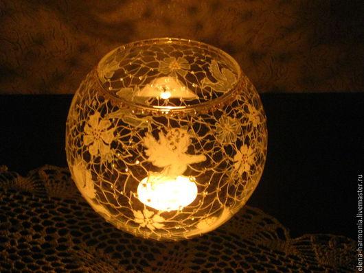 Ваза-подсвечник с белыми ангелами, ваза ручной росписи -  ночью со свечой ангелы `летают` по комнате. Заказать вазу, подсвечник или другую роспись можно здесь http://www.livemaster.ru/elena-harmonia