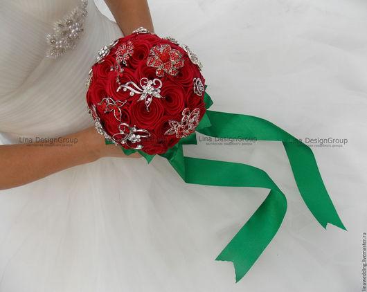 """Свадебные цветы ручной работы. Ярмарка Мастеров - ручная работа. Купить Брошь-букет """"Красные розы"""". Handmade. Красный"""