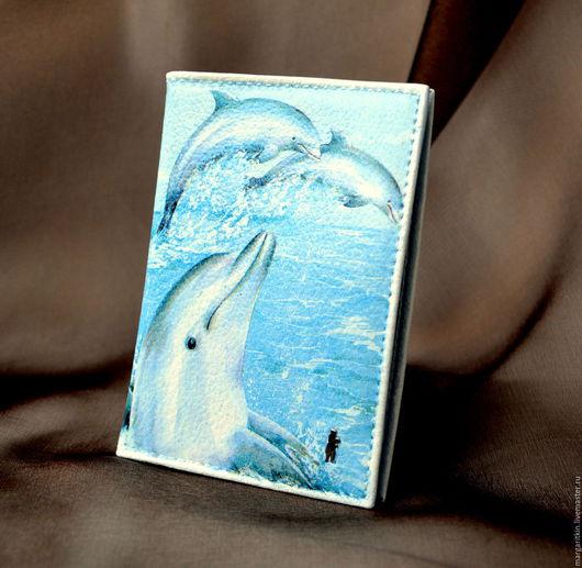 """Обложки ручной работы. Ярмарка Мастеров - ручная работа. Купить Кожаная обложка для паспорта """"Дельфины"""".. Handmade. Кожаная обложка, дельфин"""