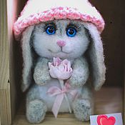 Куклы и игрушки handmade. Livemaster - original item Bunny in hat (toy made of wool). Handmade.