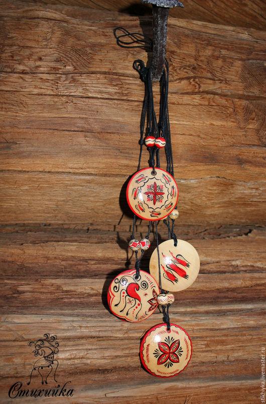 расписной кулон, северные мотивы, мезенская роспись, купить украшение, сувениры и подарки, купить кулон, ручная работа handmade, украшение ручной работы, красивый кулон, этно, роспись по дереву