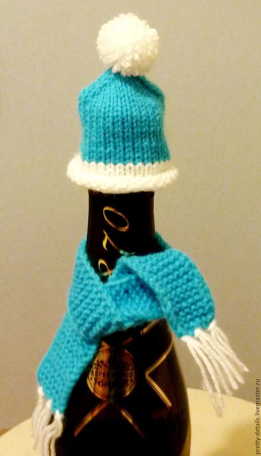 """Новогодний сувенир - шапочка и шарфик на бутылку. Ручная работа. Ярмарка мастеров. Магазин """"Прелестные мелочи&quot"""